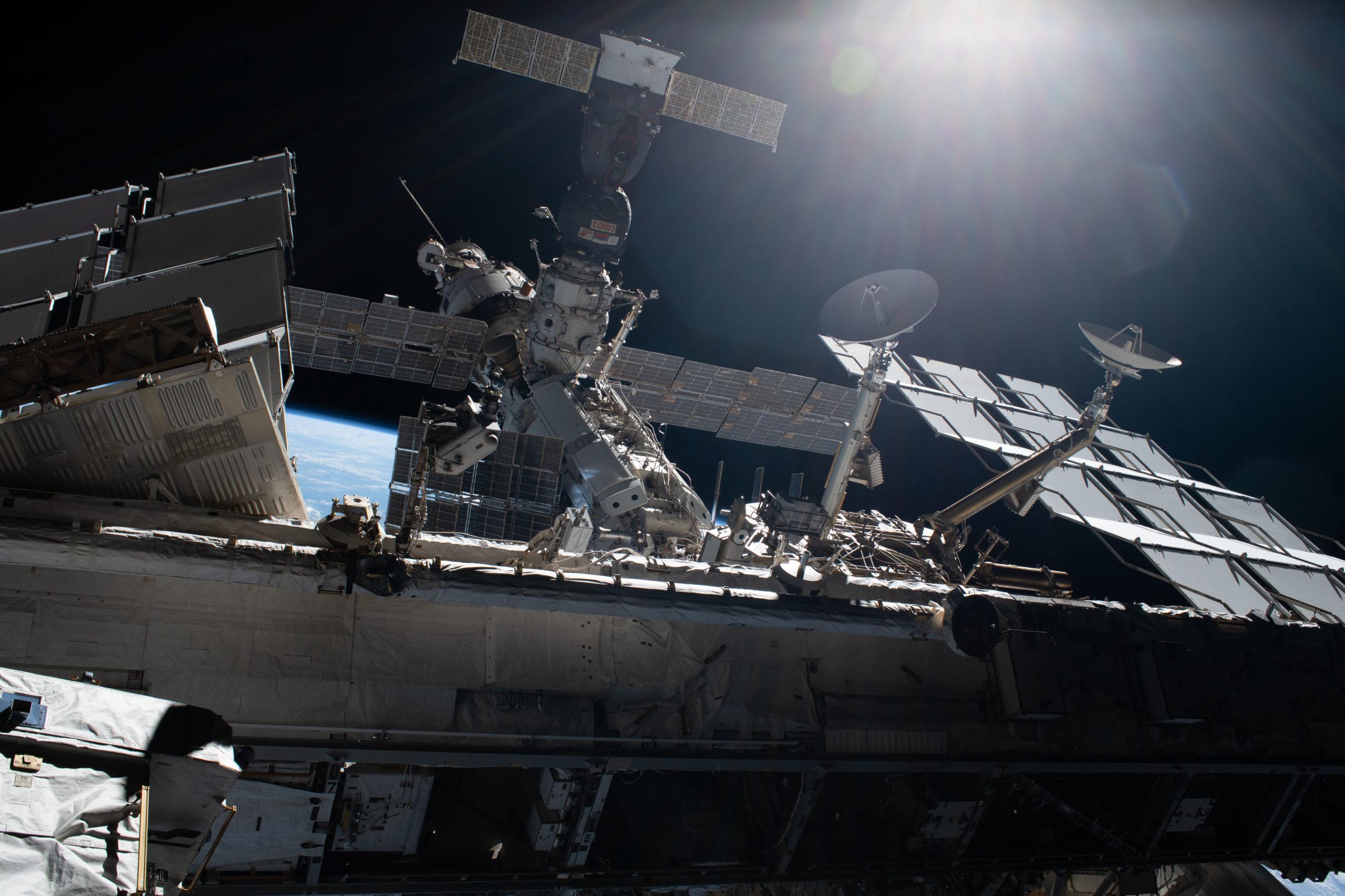 ISS: Mann mit Lichtschwert im Rücken tot aufgefunden