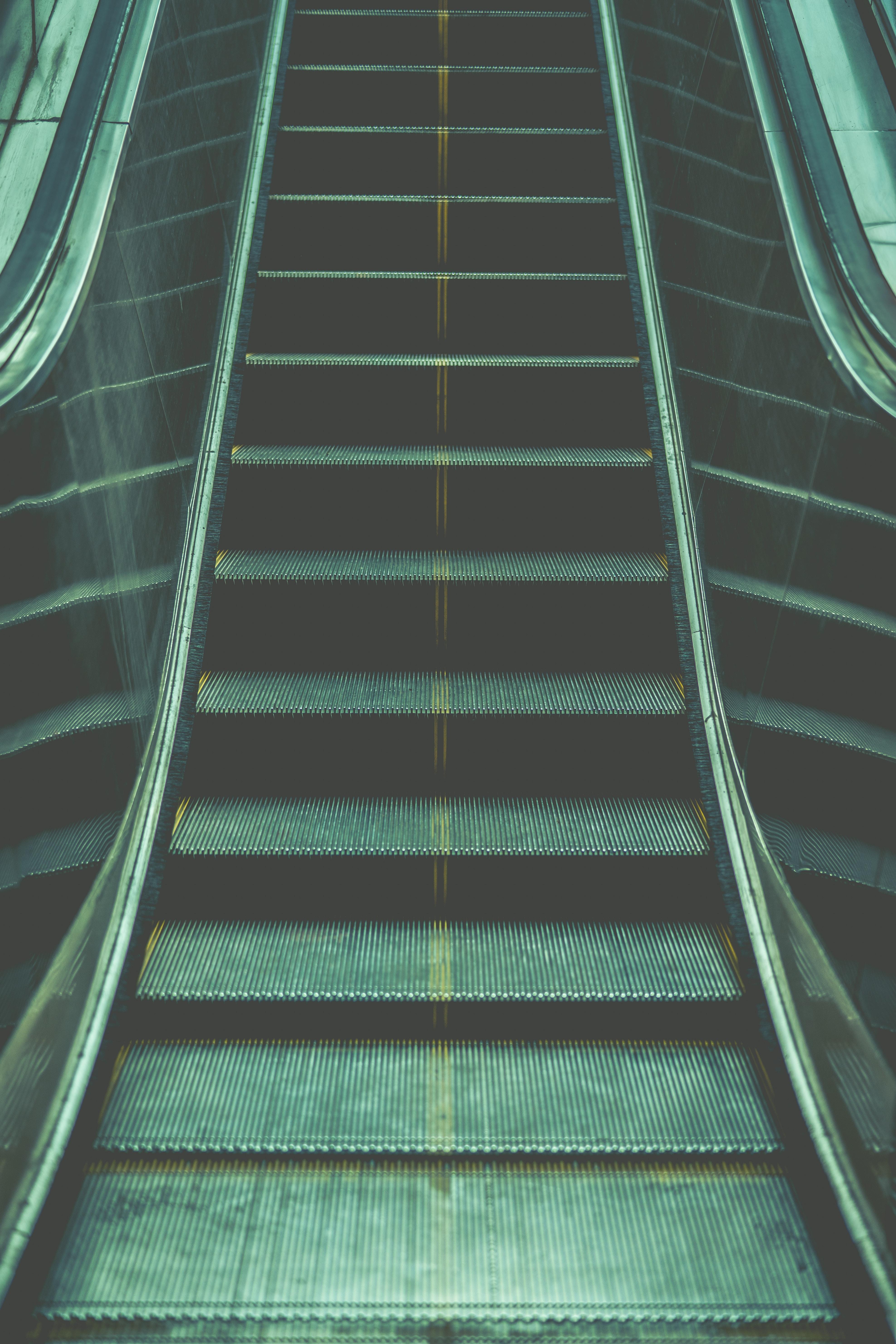 10 Dinge die man beachten muss damit man am Ende der Rolltreppe nicht auf die Fresse fliegt