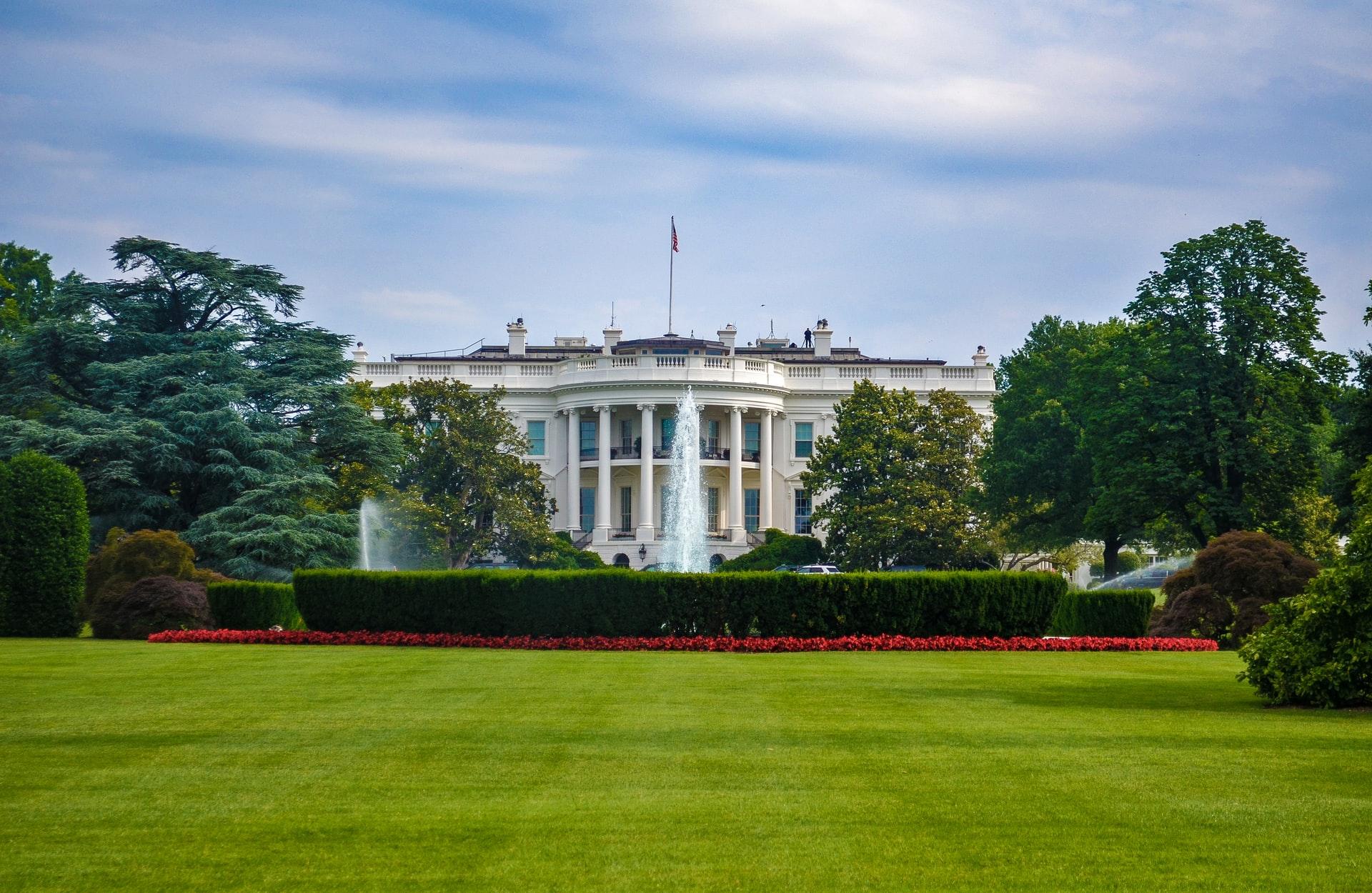 Gehirnfresser aus dem Weltraum landen in Washington und plündern Weißes Haus